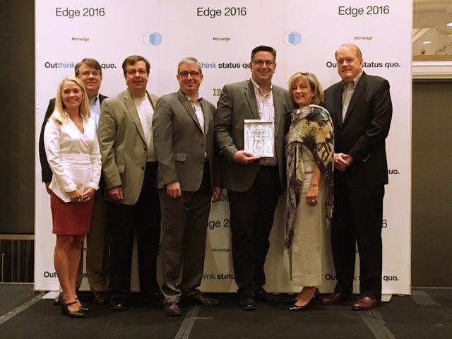 Present-IBM_winning_edge_award_2016_partenaire_stockage_canada-1.jpg